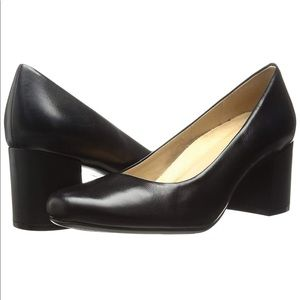 NATURALIZER Whitney Black Leather Classic Pumps
